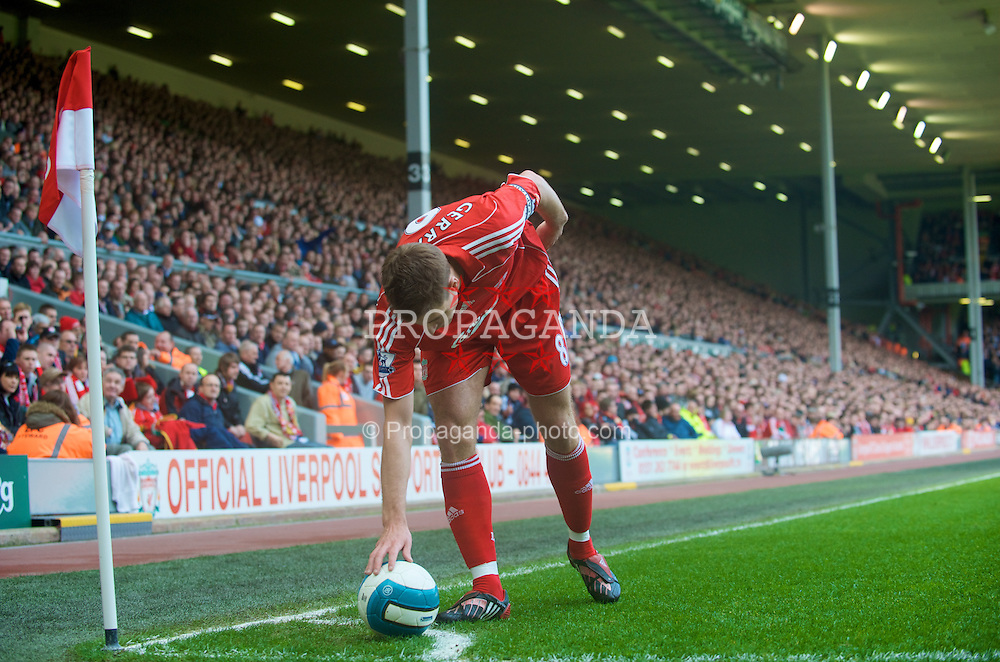 LIVERPOOL, ENGLAND - Sunday, March 30, 2008: Liverpool's captain Steven Gerrard MBE prepares to take a corner against Everton during the 207th Merseyside derby, in the Premiership match at Anfield. (Photo by David Rawcliffe/Propaganda)