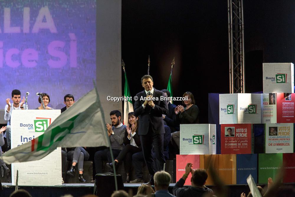 Bologna Estragon Pala Nord 27/11/2016 Referendum Costituzionale: Basta un SI&rsquo;<br /> Nella Foto: Matteo Renzi Presidente del Consiglio