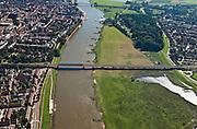 Nederland, Overijsssel, Deventer, 06-09-2010; IJssel, met spoorbrug en op de westelijke (rechter) de wijk De Hoven (of de Worp). In kader van Ruimte voor de Rivier moet hier een hoogwatergeul aangelegd worden..River IJssel. On the western (right) shore, between the two bridges, a flood channel will be build to reduce the water level during heigh waters.luchtfoto (toeslag), aerial photo (additional fee required).foto/photo Siebe Swart