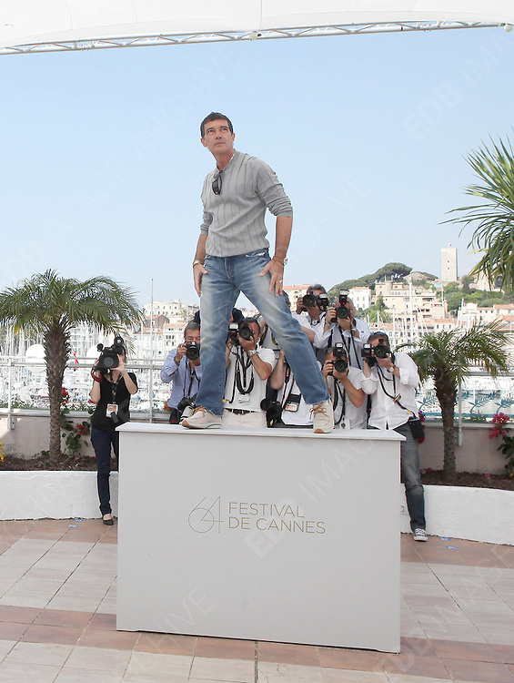 19.MAY.2011. CANNES<br /> <br /> ANTONIO BANDERAS AT THE PHOTOCALL FOR THE SKIN I LIVE AT THE 64TH CANNES INTERNATIONAL FILM FESTIVAL 2011 IN CANNES, FRANCE. <br /> <br /> BYLINE: EDBIMAGEARCHIVE.COM<br /> <br /> *THIS IMAGE IS STRICTLY FOR UK NEWSPAPERS AND MAGAZINES ONLY*<br /> *FOR WORLD WIDE SALES AND WEB USE PLEASE CONTACT EDBIMAGEARCHIVE - 0208 954 5968*