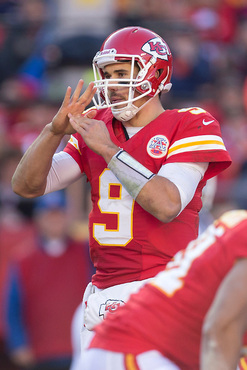 KANSAS CITY, MO - NOVEMBER 25: Brady Quinn #9 of the Kansas City Chiefs calls a timeout during a game against the Denver Broncos at Arrowhead Stadium on November 25, 2012 in Kansas City, Missouri.  The Broncos defeated the Chiefs 17-9. (Photo by Wesley Hitt/Getty Images) *** Local Caption *** Brady Quinn