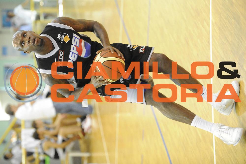 DESCRIZIONE : Atina Lega A 2009-10 Allenamento Pepsi Juve Caserta<br /> GIOCATORE : Ebi Ere<br /> SQUADRA : Pepsi Juve Caserta<br /> EVENTO : Campionato Lega A 2009-2010<br /> GARA : <br /> DATA : 04/09/2009<br /> CATEGORIA : Palleggio<br /> SPORT : Pallacanestro <br /> AUTORE : Agenzia Ciamillo-Castoria/G.Ciamillo