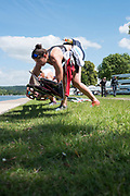 """Henley on Thames, United Kingdom, 21st June 2018, Thursday, Training day before the start of  """"Henley Women's Regatta"""", Thursday,  view, Oxford Brookes University Light Women, collect their scull from the river bank, Henley Reach, River Thames, England, © Peter SPURRIER/Alamy Live News"""