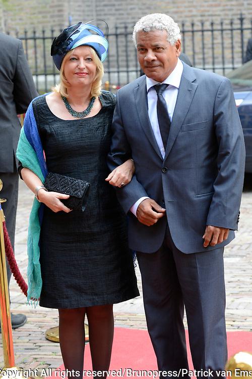 Prinsjesdag 2013 - Aankomst Parlementari&euml;rs bij de Ridderzaal op het Binnenhof.<br /> <br /> Op de foto:   Jet Bussemaker - Minister van Onderwijs, Cultuur en Wetenschap en partner