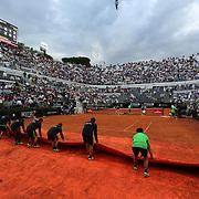Roma 20/05/2018 Foro Italico <br /> Internazionali BNL d'Italia 2018 <br /> finale maschile <br /> Alexander Zverev nell'incontro con Rafael Nadal<br /> il campo viene scoperto dopo il temporale