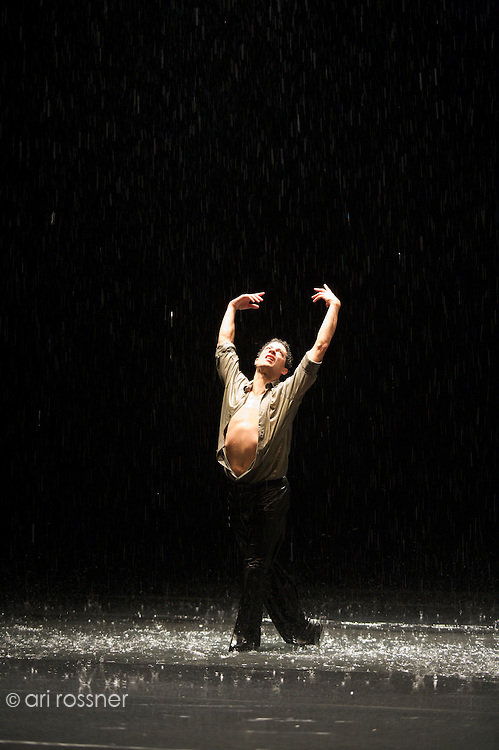 First representation of the company in Paris after Pina Bausch's death<br>Fernando Suels Mendoza