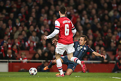 19.02.2014, Emirates Stadion, London, ENG, UEFA CL, FC Arsenal vs FC Bayern Muenchen, Achtelfinale, im Bild Rafinha (FC Bayern Muenchen #13) gegen Laurent Koscielny (Arsenal FC #6), Aktion, Action // during the UEFA Champions League Round of 16 match between FC Arsenal and FC Bayern Munich at the Emirates Stadion in London, Great Britain on 2014/02/19. EXPA Pictures © 2014, PhotoCredit: EXPA/ Eibner-Pressefoto/ Schueler<br /> <br /> *****ATTENTION - OUT of GER*****
