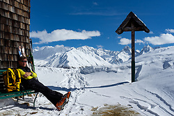 THEMENBILD - Skibergsteiger sitzt auf einer Bank an der Kals Matreier Törlhütte, im Hintergrund die Berge der Schobergruppe mit Glödies, Ganot und Hochschober während einer Skitour zum Kals Matreier Törl. Kals am Großglockner, Österreich am Donnerstag, 8. März 2018 // Ski mountaineer is sitting on a bench at the at Kals Matreier Törlhütte in the background the Mountains of the Shobergruppe with Glödies, Ganot and Hochschober during a ski tour to the Kals Matreier Toerl Thursday, March 8, 2018 in Kals am Grossglockner, Austria. EXPA Pictures © 2018, PhotoCredit: EXPA/ Johann Groder