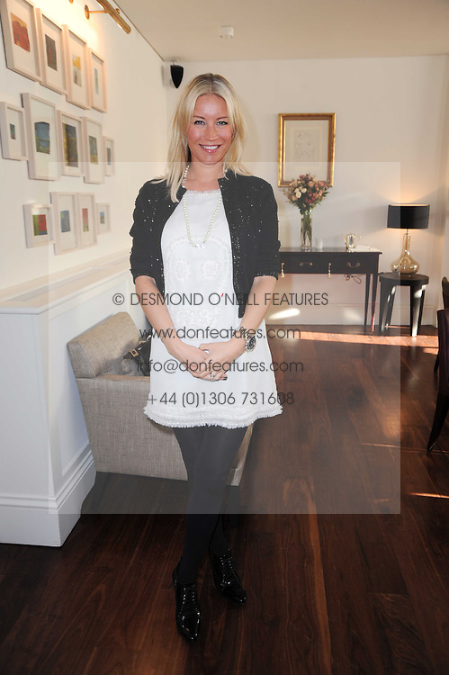 DENISE VAN OUTEN at a breakfast hosted by Bobbi Brown - the cosmetics company held at Morton's, 28 Berkeley Square, London on 8th December 2009.