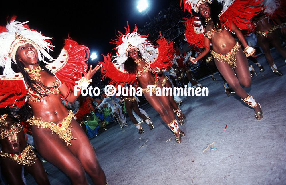 06.03.2000, Rio de Janeiro, Brazil..Samb--dromo - Avenida Marqus de Sapuca'.Rio Carnaval 2000.Passistas of Viradouro.©JUHA TAMMINEN.
