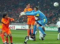 Fotball<br /> Play Off til EM 2004<br /> 19.11.2003<br /> Nederland v Skottland<br /> Foto: Digitalsport<br /> Norway Only<br /> <br /> TOR 2:0 Andre OOIJER , Robert DOUGLAS