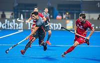 BHUBANESWAR, INDIA -  Valentin Verga (Ned) met Felix Denayer (Belgie)    tijdens   de  finale tussen België en Nederland (0-0) bij het WK Hockey heren in het Kalinga Stadion. Belgie wint na shoot-outs. COPYRIGHT KOEN SUYK