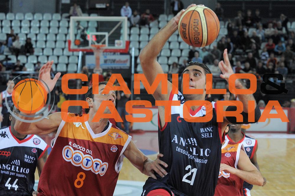 DESCRIZIONE : Roma Lega A 2009-10 Basket Lottomatica Virtus Roma Angelico Biella<br /> GIOCATORE : Pietro Aradori<br /> SQUADRA : Angelico Biella<br /> EVENTO : Campionato Lega A 2009-2010<br /> GARA : Lottomatica Virtus Roma Angelico Biella<br /> DATA : 08/11/2009<br /> CATEGORIA : Tiro<br /> SPORT : Pallacanestro<br /> AUTORE : Agenzia Ciamillo-Castoria/G.Vannicelli<br /> Galleria : Lega Basket A 2009-2010 <br /> Fotonotizia : Roma Campionato Italiano Lega A 2009-2010 Lottomatica Virtus Roma Angelico Biella<br /> Predefinita :