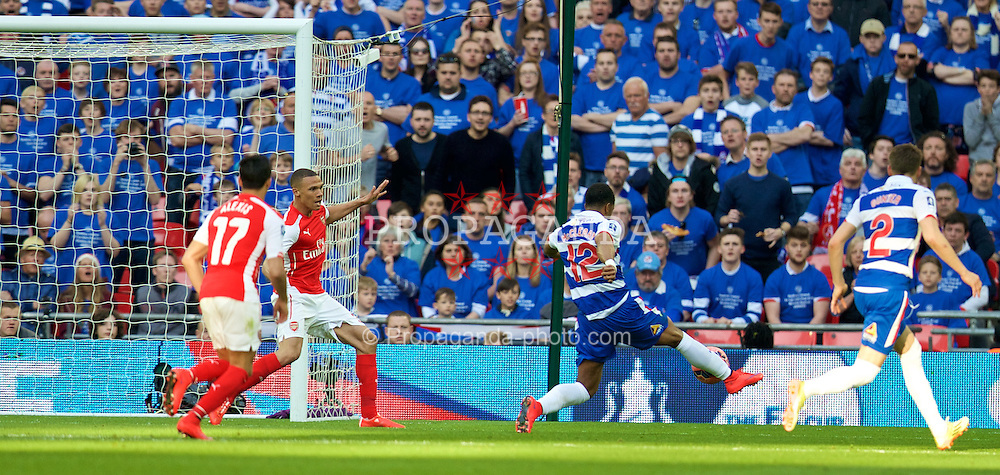 LONDON, ENGLAND - Saturday, April 18, 2015: Reading's Gareth McCleary scores the first goal against during the FA Cup Semi-Final match at Wembley Stadium. (Pic by David Rawcliffe/Propaganda)