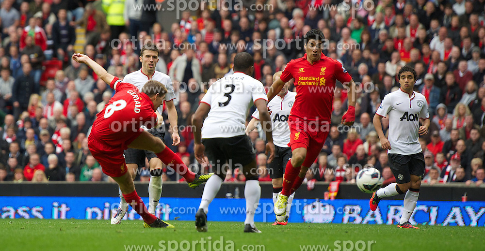 23.09.2012, Anfield, Liverpool, ENG, Premier League, FC Liverpool vs Manchester United, 5. Runde, im Bild Liverpool's captain Steven Gerrard scores the first goal against Manchester United during the English Premier League 5th round match between Liverpool FC and Manchester United at Anfield, Liverpool, Great Britain on 2012/09/23. EXPA Pictures © 2012, PhotoCredit: EXPA/ Propagandaphoto/ David Rawcliff..***** ATTENTION - OUT OF ENG, GBR, UK *****