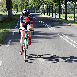 28-09-2016: Wielrennen: Olympia Tour: Assen <br />ASSEN (NED) wielrennen  <br />Een tegenaanval die in de chasse patat ging vandaag was het Robin Lowik