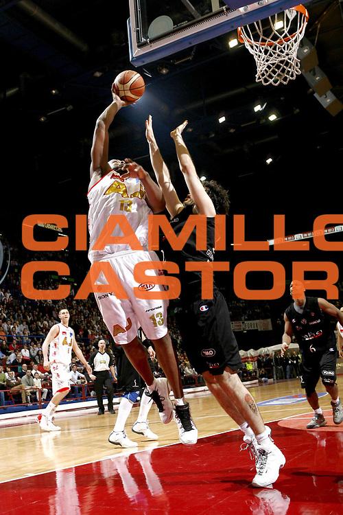 DESCRIZIONE : Bologna Lega A1 2006-07 VidiVici Virtus Bologna Montepaschi Siena <br />GIOCATORE : Watson<br />SQUADRA : Armani Jeans Milano<br />EVENTO : Campionato Lega A1 2006-2007 <br />GARA : VidiVici Virtus Bologna Montepaschi Siena <br />DATA : 07/04/2007 <br />CATEGORIA : Tiro<br />SPORT : Pallacanestro <br />AUTORE : Agenzia Ciamillo-Castoria/C.Scaccin