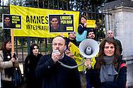 Roma 15 Gennaio 2015<br /> Sit-in di Amnesty International Italia, davanti all'Ambasciata dell'Arabia Saudita  per chiedere l'annullamento della condanna a 10 anni di carcere e a 1000 frustate inflitta a Raif Badawi blogger saudita imprigionato con l'accusa di apostasia. Antonio Marchesi Presidente di Amnesty International Italia, con il microfono.<br /> Rome January 15, 2015<br /> Sit-in of Amnesty International Italy, in front of the Embassy of Saudi Arabia to ask for the annulment of the sentence of 10 years in prison and 1000 lashes inflicted on Raif Badawi Saudi blogger jailed on charges of apostasy.Antonio Marchesi President of Amnesty International Italy, with the microphone.