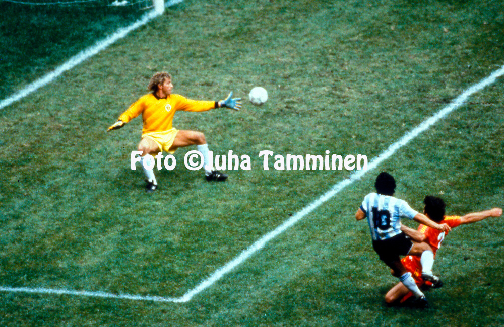 FIFA World Cup - México 1986<br /> 25.6.1986, Estadio Azteca, México, D.F.<br /> Semi-final Argentina v Belgium.<br /> Diego Maradona scores the second goal for Argentina, Eric Gerets is late with his tackle, Jean-Marie Pfaff has no chance.