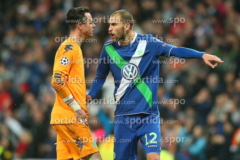 12.04.2016, Estadio Santiago Bernabeu, Madrid, ESP, UEFA CL, Real Madrid vs VfL Wolfsburg, Viertelfinale, Rueckspiel, im Bild WfL Wolfsburg's Diego Benaglio (l) and Bas Dost // during the UEFA Champions League Quaterfinal, 2nd Leg match between Real Madrid and VfL Wolfsburg at the Estadio Santiago Bernabeu in Madrid, Spain on 2016/04/12. EXPA Pictures &copy; 2016, PhotoCredit: EXPA/ Alterphotos/ Acero<br /> <br /> *****ATTENTION - OUT of ESP, SUI*****