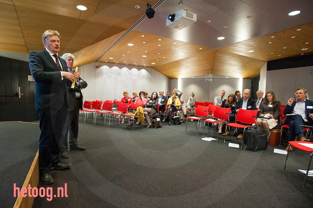 Nedeland, Hengelo, 31mrt 2014 I.s.m. Carintreggeland en de Gemeente Enschede organiseert VitaValley van maandag 31 maart t/m dinsdag 1 april 2014 een studiereis naar Twente.<br /> De studiereis heeft tot doel om het Nederlandse zorg- en innovatiebeleid te bediscussiëren, innovaties aan de kaak te stellen en elkaar als partnerorganisaties beter te leren kennen.<br /> Speciale gast tijdens deze studiereis is Martin van Rijn, staatssecretaris VWS.