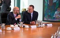 DEU, Deutschland, Germany, Berlin, 01.08.2018: Bundesgesundheitsminister Jens Spahn (CDU) und Dr. Peter Tauber (CDU), Parlamentarischer Staatssekretär im Verteidigungsministerium, vor Beginn der 19. Kabinettsitzung im Bundeskanzleramt.