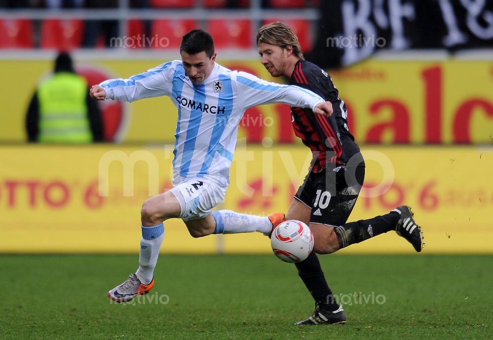 2. Fussball Bundesliga: 16.  Spieltag    Saison   2010/2011 FC Ingolstadt - TSV 1860 Muenchen   12.12.2010 Antonio Rukavina  (li, 1860 Muenchen) gegen Fabian Gerber (re, FC Ingolstadt )