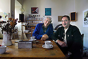 Nederland, Nijmegen, 9-10-2006Kunstenaars en generatiegenoten Harrie Gerritz en Theo Elfrink.Foto: Flip Franssen/Hollandse Hoogte