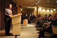 15 JUN 1999 - AACHEN, GERMANY:<br /> William Clay Ford Jr., Chairman Ford Motor Company, hält eine Rede zur Einweihung des neuen Ford Forschungszentrums<br /> IMAGE: 19990615-01/03-32