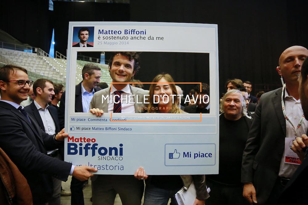 Maria Elena Boschi posa per una foto a sostegno di Biffoni  candidato sindaco di Prato.<br /> In occasione della manifestazione di apertura della campagna elettorale del Partito Democratico per le elezioni europee e amministrative. 12 aprile 2014 Palaolimpico di Torino