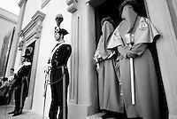 Reportage sulla processione del venerdi santo a Gallipoli...la processione si appresta ad uscire dalla chiesa.