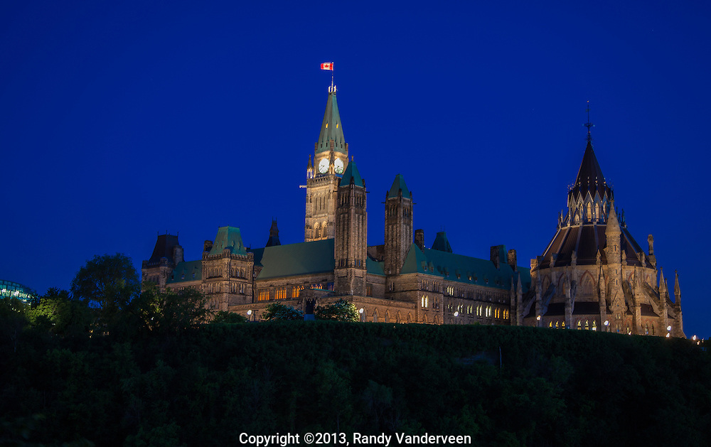 Photo: Randy Vanderveen<br /> Ottawa, Ontario<br /> 13-06-19<br /> Parliament Buildings and Peace Tower on Parliament Hill.