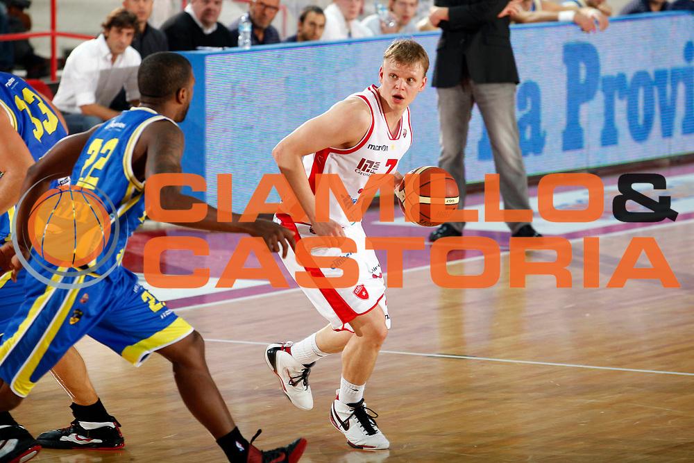 DESCRIZIONE : Varese Campionato Lega A 2011-12 Cimberio Varese Fabi Shoes Montegranaro<br /> GIOCATORE : Teemu Rannikko<br /> CATEGORIA : Palleggio<br /> SQUADRA : Cimberio Varese<br /> EVENTO : Campionato Lega A 2011-2012<br /> GARA : Cimberio Varese Fabi Shoes Montegranaro<br /> DATA : 16/10/2011<br /> SPORT : Pallacanestro<br /> AUTORE : Agenzia Ciamillo-Castoria/G.Cottini<br /> Galleria : Lega Basket A 2011-2012<br /> Fotonotizia : Varese Campionato Lega A 2011-12 Cimberio Varese Fabi Shoes Montegranaro<br /> Predefinita :