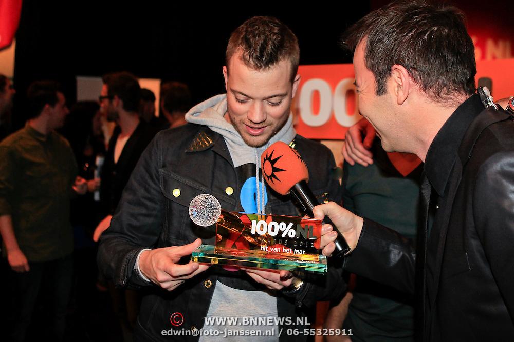 NLD/Hilversum/20130109 - Uitreiking 100% NL Awards 2012, Gers Pardoel met zin award en  Peter van der Vorst