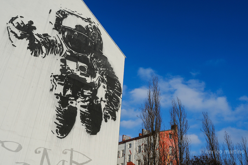 Street Art. Kreuzberg, Astronaut - Space Crusader, painting by Victor Ash (2007).