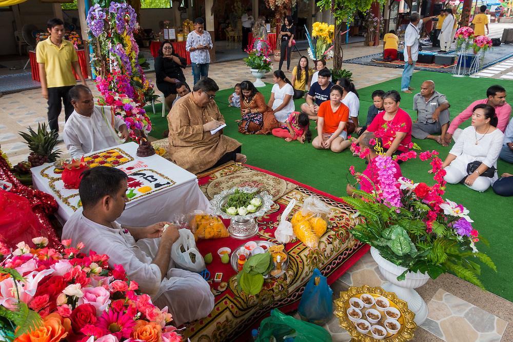 Sarika, Nakhon Nayok, Thailand. 5th Sep, 2016. Devotees pray at the 7th Ganesha Festival, in Shri Utthayan Ganesha Temple in Sarika, Nakhon Nayok. PHOTO BY LEE CRAKER