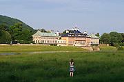 Schloss Pillnitz an der Elbe, Dresden, Sachsen, Deutschland.|.Pillnitz Castle on river Elbe, Dresden, Germany