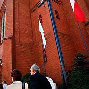 POLAND / POLONIA<br /> Durante una misa en la Iglesia de Jastrowie<br /> Photography by Aaron Sosa<br /> Polonia 2008<br /> (Copyright © Aaron Sosa)