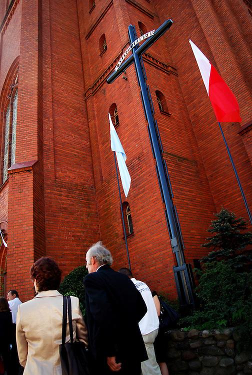 POLAND / POLONIA<br /> Durante una misa en la Iglesia de Jastrowie<br /> Photography by Aaron Sosa<br /> Polonia 2008<br /> (Copyright &copy; Aaron Sosa)