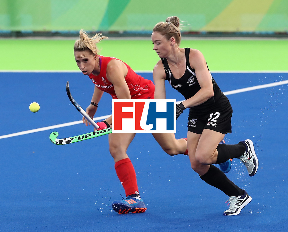 RIO DE JANEIRO, BRAZIL - AUGUST 17:  Anita McLaren of New Zealand is challenged by Susannah Townsend (L) during the Women's hockey semi final match betwen New Zealand and Great Britain on Day12 of the Rio 2016 Olympic Games at the Olympic Hockey Centre on August 17, 2016 in Rio de Janeiro, Brazil.  (Photo by David Rogers/Getty Images)