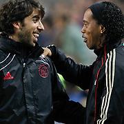 NLD/Amsterdam/20100928 - Champions Leaguewedstrijd Ajax - AC Milan, Ronaldinho in gesprek met oleguer