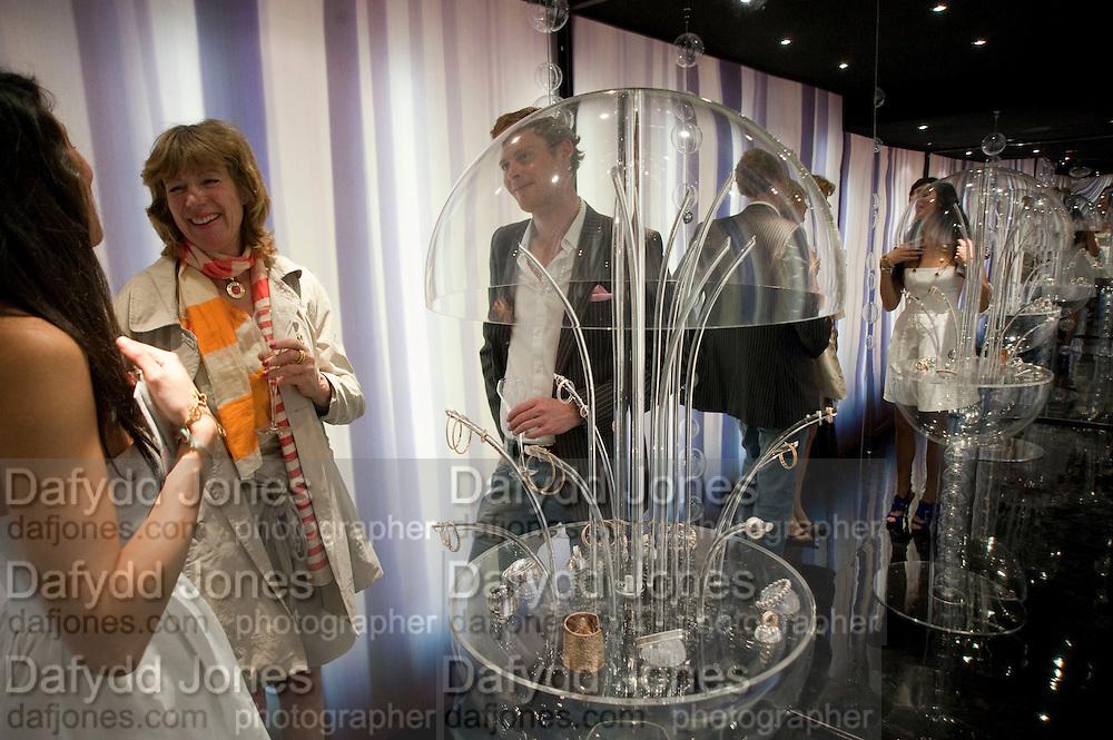 FIONA SANDERSON; RORY O'GRADY; AMANDA RAGAB, PerlŽe champagne reception. Van Cleef & Arpels LAUNCHES NEW COLLECTION, 9 New Bond Street, London W1 18 MAY 2010. DO NOT ARCHIVE-© Copyright Photograph by Dafydd Jones. 248 Clapham Rd. London SW9 0PZ. Tel 0207 820 0771. www.dafjones.com.<br /> FIONA SANDERSON; RORY O'GRADY; AMANDA RAGAB, Perlée champagne reception. Van Cleef & Arpels LAUNCHES NEW COLLECTION, 9 New Bond Street, London W1 18 MAY 2010. DO NOT ARCHIVE-© Copyright Photograph by Dafydd Jones. 248 Clapham Rd. London SW9 0PZ. Tel 0207 820 0771. www.dafjones.com.