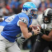 Air Force quarterback Kale Pearson in action during the Army Black Knights Vs Air Force Falcons, College Football match at Michie Stadium, West Point. New York. Air Force won the game 23-6. West Point, New York, USA. 1st November 2014. Photo Tim Clayton