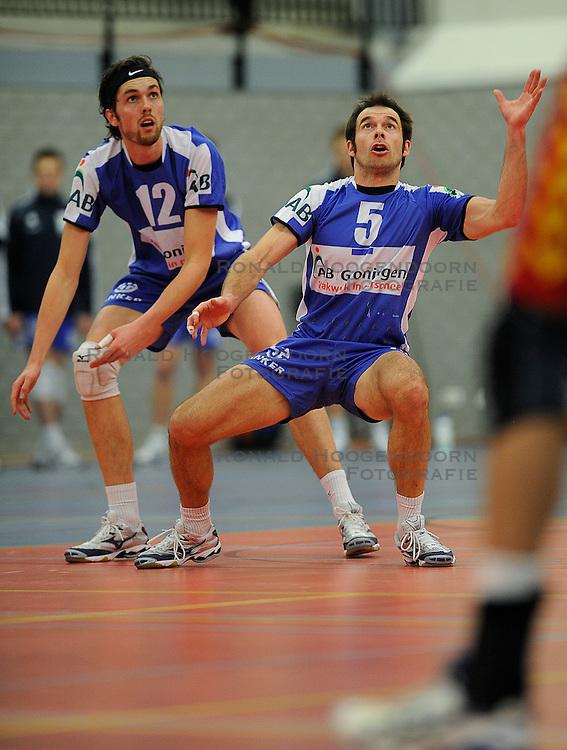 12-02-2011 VOLLEYBAL: AB GRONINGEN/LYCURGUS - DRAISMA DYNAMO: GRONINGEN<br /> In een bomvol Alfa-college Sportcentrum werd Dynamo met 3-2 (25-27, 23-25, 25-19, 25-23 en 16-14) verslagen door Lycurgus / Peter Barla (#5) en Willem-Maarten Heins (#12)<br /> ©2011-WWW.FOTOHOOGENDOORN.NL