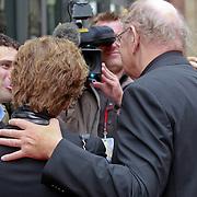 NLD/Amsterdam/20110722 - Afscheidsdienst voor John Kraaijkamp, Joop van de Ende en partner Janine Klijburg