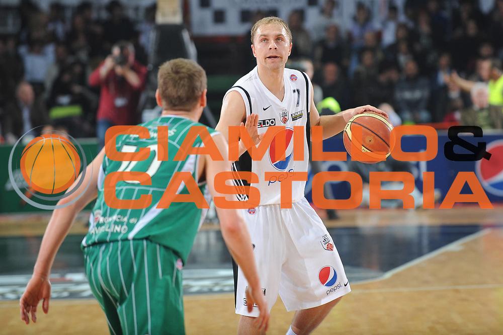 DESCRIZIONE : Caserta Lega A 2009-10 Pepsi Caserta Air Avellino<br /> GIOCATORE : Lukasz Koszarek<br /> SQUADRA : Pepsi Caserta Air Avellino<br /> EVENTO : Campionato Lega A 2009-2010 <br /> GARA : Pepsi Caserta Air Avellino<br /> DATA : 18/04/2010<br /> CATEGORIA : Palleggio<br /> SPORT : Pallacanestro <br /> AUTORE : Agenzia Ciamillo-Castoria/GiulioCiamillo<br /> Galleria : Lega Basket A 2009-2010 <br /> Fotonotizia : Caserta Campionato Italiano Lega A 2009-2010 Pepsi Caserta Air Avellino<br /> Predefinita :