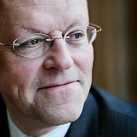 Nederland,Den Haag ,10 januari 2008..Uriël (Uri) Rosenthal (Montreux, 19 juli 1945) is een Nederlandse politicoloog, bestuurskundige en politicus. Sinds 8 juni 1999 is hij lid van de Eerste Kamer voor de VVD. Sinds 1 mei 2005 is hij fractievoorzitter..In de Eerste Kamer houdt Rosenthal zich bezig met justitie, buitenlandse zaken en defensie..Rosenthal is voorzitter van het COT Instituut voor Veiligheids- en Crisismanagement, een in Den Haag gevestigd instituut dat zich bezig houdt met onderzoek naar, opleiden in en adviseren over een breed spectrum aan veiligheidsonderwerpen en crisismanagement.