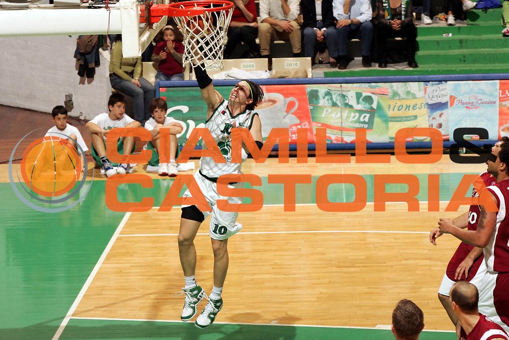 DESCRIZIONE : Siena Lega A1 2005-06 Montepaschi Siena Basket Livorno <br /> GIOCATORE : Pecile <br /> SQUADRA : Montepaschi Siena <br /> EVENTO : Campionato Lega A1 2005-2006 <br /> GARA : Montepaschi Siena Basket Livorno  <br /> DATA : 23/04/2006 <br /> CATEGORIA : Tiro <br /> SPORT : Pallacanestro <br /> AUTORE : Agenzia Ciamillo-Castoria/P.Lazzeroni