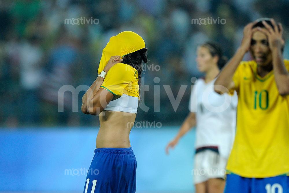 Olympia 2008  Peking  Fussball  Frauen   21.08.2008 Brasilien - USA CRISTIANE (l) und MARTA (BRA) verzweifelt.