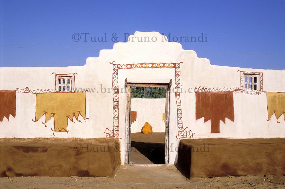 Inde - Rajasthan - Village peint de la region de Jaisalmer